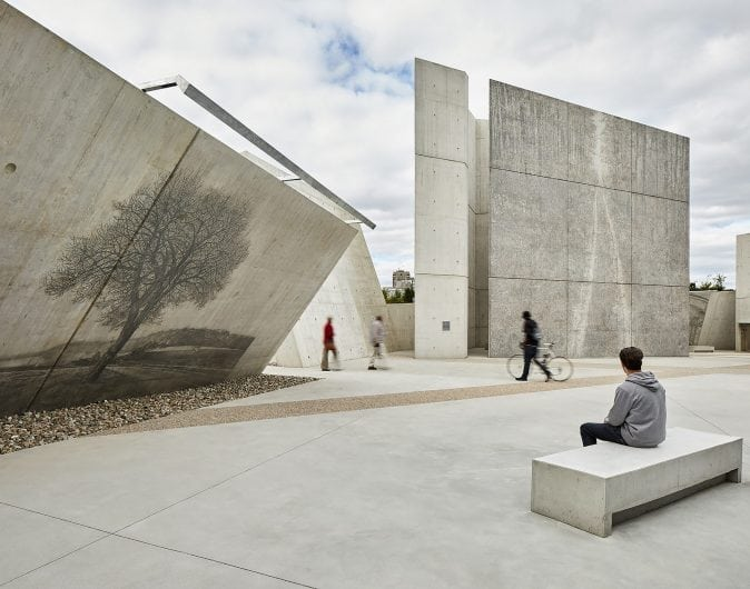 new 077-National Holocaust Monument