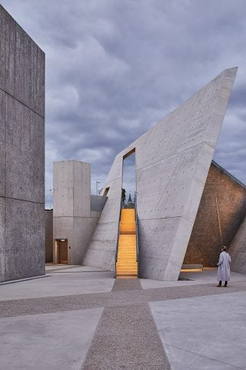 new 100-National Holocaust Monument